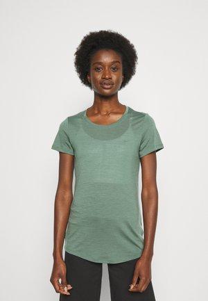 SPHERE TEE - T-shirt - bas - sage
