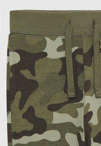 GAP - TODDLER BOY - Spodnie treningowe - green - 2