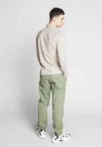 Lee - SLIM FIT - Camicia - golden yellow - 2