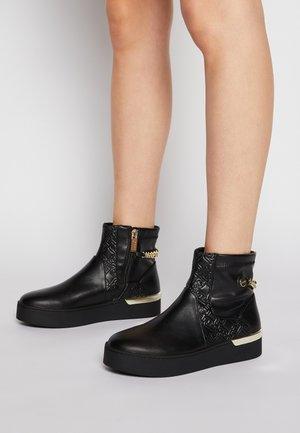 SILVIA - Korte laarzen - black