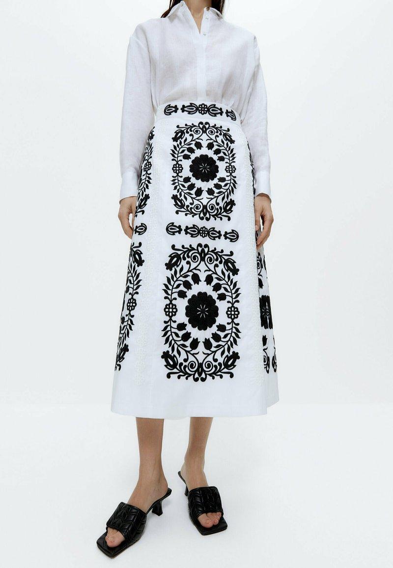 Uterqüe - MIT STICKEREI  - A-line skirt - white, black