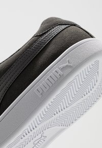 Puma - SMASH V2 UNISEX - Sneaker low - castlerock/black/white - 5