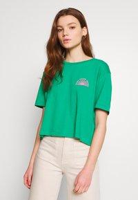 Billabong - BUNS ALL DAY TEE - T-shirts med print - emerald - 2