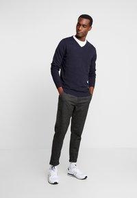 Selected Homme - SLHSPECIA ALEX MIX ZIP PANTS - Pantalones - grey - 1