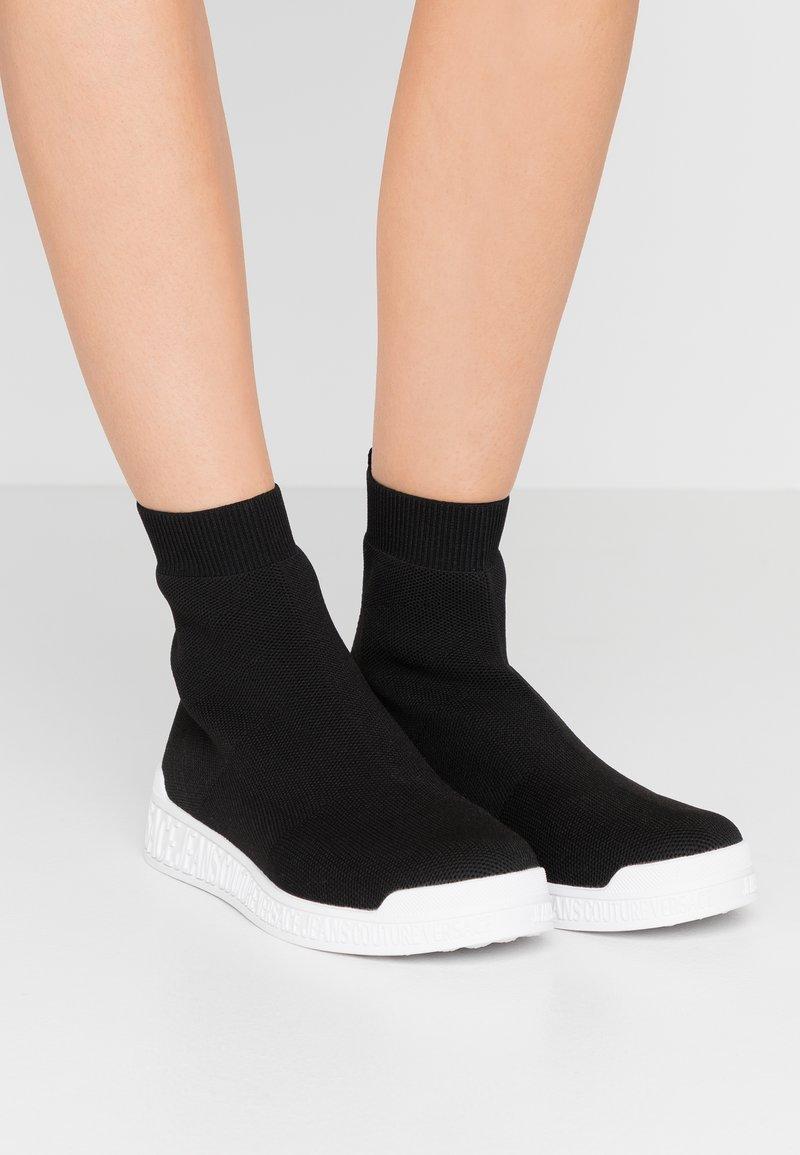 Versace Jeans Couture - LINEA FONDO PENNY - Vysoké tenisky - nero