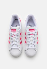 adidas Originals - SUPERSTAR SPORTS INSPIRED SHOES UNISEX - Sneakers laag - footwear white/super pink/core black - 3