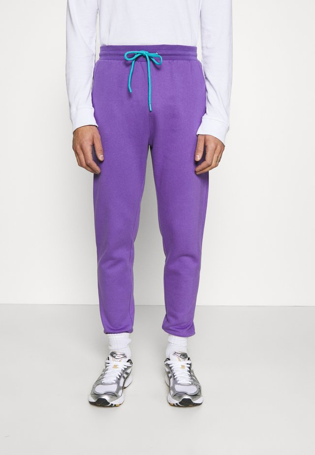 COLOUR POP RELAXED JOGGER UNISEX - Tracksuit bottoms - purple