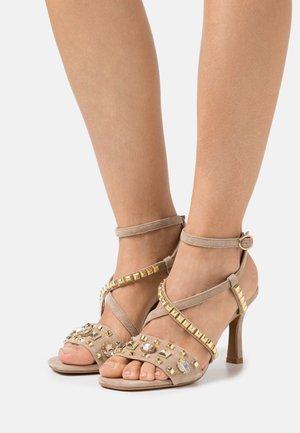 Højhælede sandaletter / Højhælede sandaler - vison