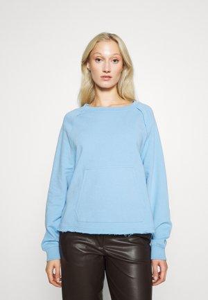 Sweater - blue-eyed kitten