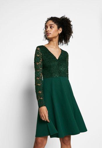 Sukienka koktajlowa - scarab
