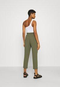 Vero Moda - VMKENDRAKARINA PANT - Trousers - ivy green - 2