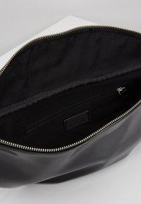 s.Oliver - Bum bag - black - 4