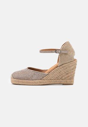 CASTILLA - Sandály na platformě - taupe
