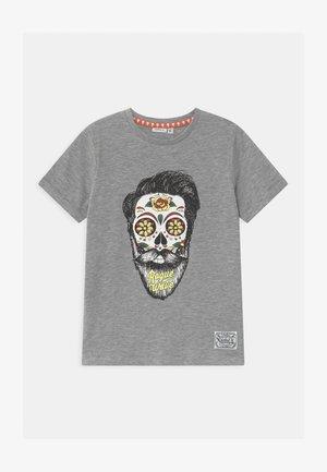 NKMTOBBEN - Print T-shirt - grey melange