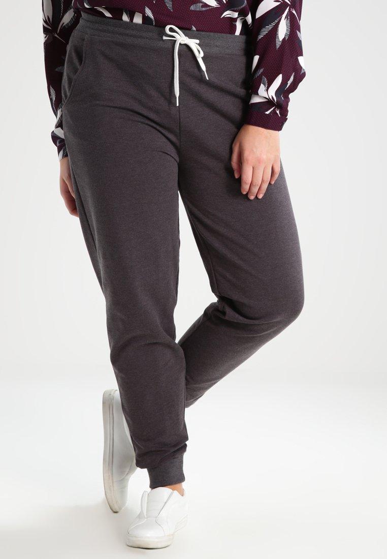 Zalando Essentials Curvy - Pantalones deportivos - dark grey melange