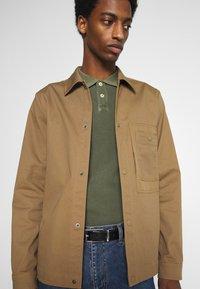 Marc O'Polo - SHORT SLEEVE BUTTON PLACKET - Polo shirt - dried herb - 3