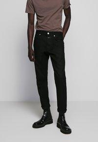 CLOSED - COOPER - Slim fit jeans - black - 0