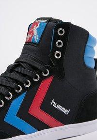 Hummel - SLIMMER STADIL - Sneakers hoog - black/blue/red - 5