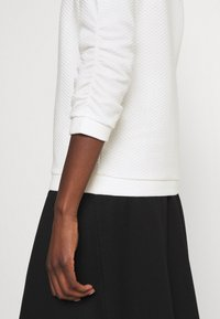 TOM TAILOR DENIM - STRUCTURED - Sweatshirt - off white - 6