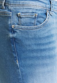 Vero Moda Curve - VMLUX - Slim fit jeans - light blue denim - 2