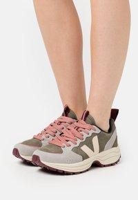 Veja - VENTURI - Trainers - kaki/sable/oxford/grey - 0
