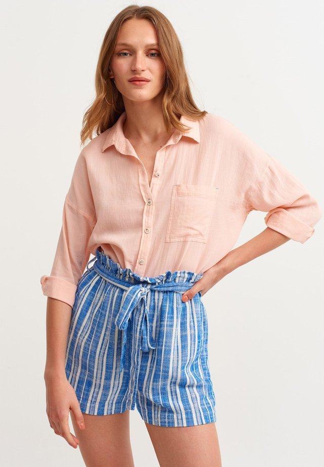 MIT MODISCHER OVERSIZE FORM - Button-down blouse - rosa