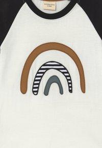 Turtledove - RAGLAN RAINBOW APPLIQUE - T-shirt à manches longues - black - 3