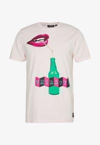 WeSC - MAX THIRSTY  - T-shirt imprimé - cotton candy - 0