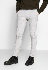Tiger of Sweden - TRANSIT - Chino kalhoty - quiet gray - 0