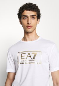 EA7 Emporio Armani - T-shirts print - white - 3