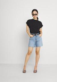 Levi's® - 501® MID THIGH SHORT - Szorty jeansowe - tango crushed short - 1
