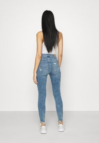 American Eagle - HIGHEST RISE CROP DREAM - Jeans Skinny Fit - blue street - 2