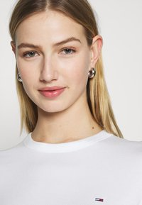 Tommy Jeans - Basic T-shirt - white - 3