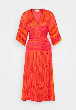 FIONA - Denní šaty - lichee pink