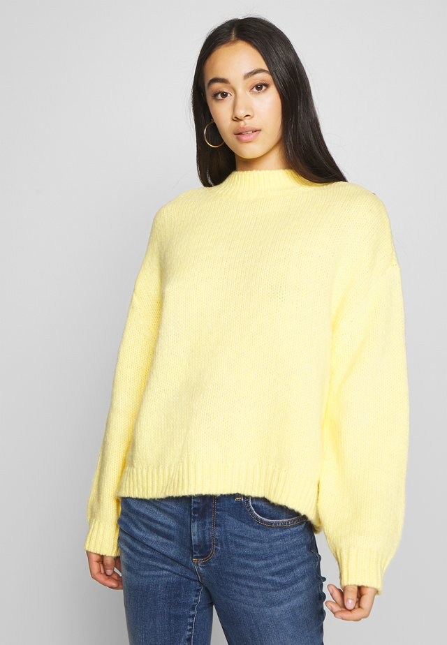ONLRIKS - Jersey de punto - light yellow