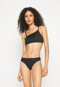 Calvin Klein Underwear - THONG - Thong - black - 1