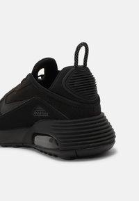 Nike Sportswear - AIR MAX 2090 - Sneakersy niskie - black - 6