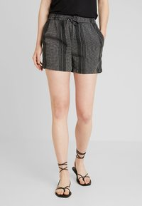 Vero Moda - MIAMI - Shorts - black - 0