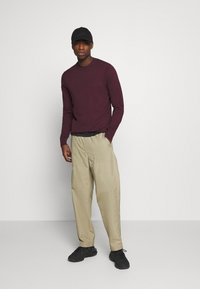 Levi's® - STAY LOOSE CLIMBER  - Trousers - sand - 1