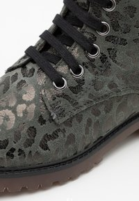 clic! - Lace-up ankle boots - montes grafito/agra - 5