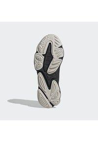 adidas Originals - OZWEEGO HELMET CLOSED SHOES - Tenisky - cblack/greone/ftwwht - 4