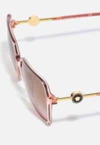 Versace - Zonnebril - transparent pink - 2