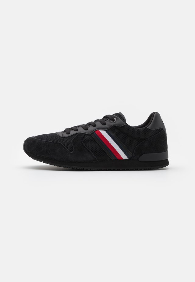 ICONIC MATERIAL MIX RUNNER - Tenisky - black