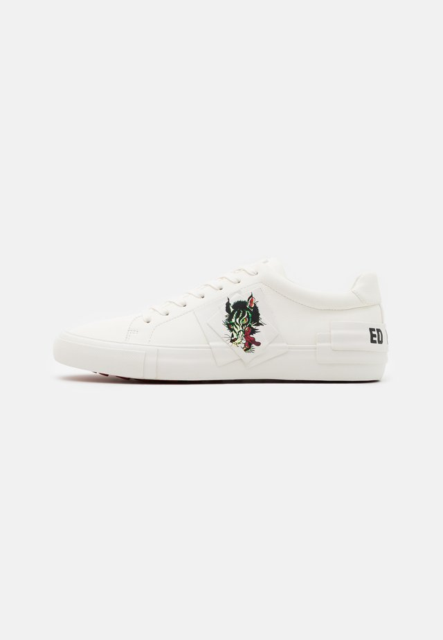 PATCH WOLF - Sneakers laag - white