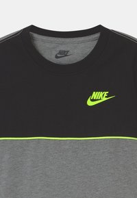 Nike Sportswear - COLOR BLOCKED SET  - Camiseta estampada - black