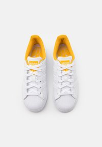 adidas Originals - SUPERSTAR SPORTS INSPIRED SHOES UNISEX - Trainers - footwear white/active gold - 3