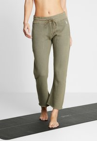 Free People - FP MOVEMENT REYES SWEAT PANT - Träningsbyxor - army - 0