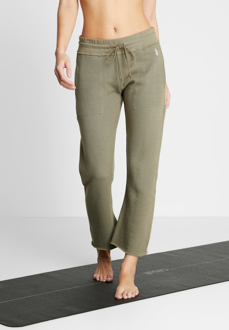 Free People - FP MOVEMENT REYES SWEAT PANT - Träningsbyxor - army