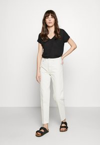 Banana Republic - VEE TEE SOLIDS - Basic T-shirt - black - 1