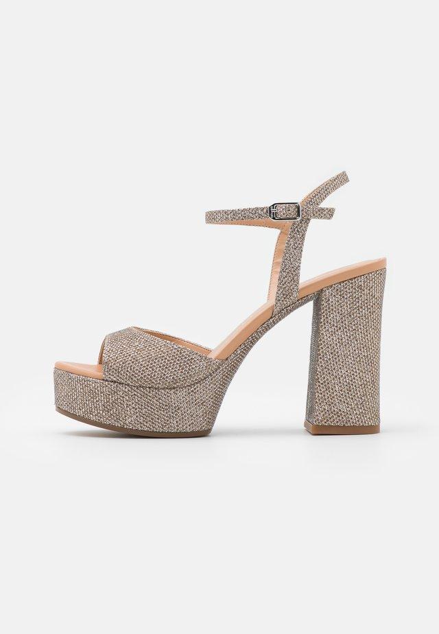 VEGARA - Korkeakorkoiset sandaalit - mumm/sunta